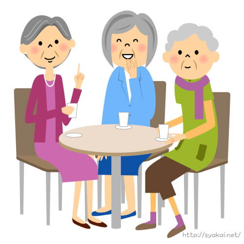 老人福祉施設でおしゃべりするおばあさん